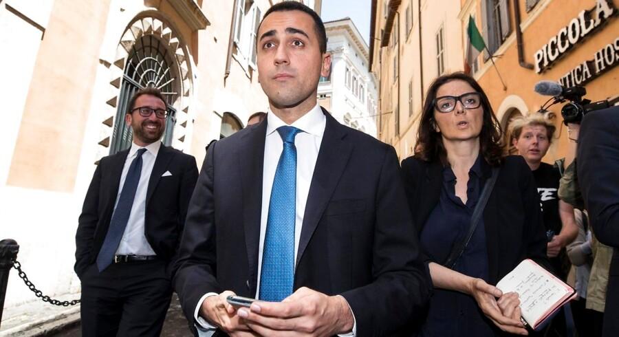 Lederen af Femstjernebevægelsen, Luigi Di Maio, truer med en rigsretssag mod den italienske præsident, der søndag aften afviste en ny regeringskoalition.
