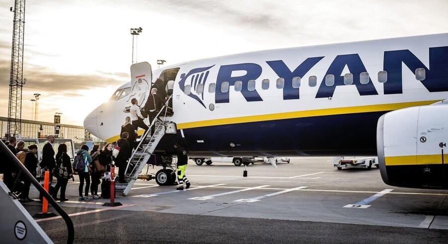 Ryanair har muligvis tabt slaget mod den danske fagbevægelse, men det kan ikke umiddelbart ses på regnskabet, hvor pengene vælter ind. Arkivfoto.
