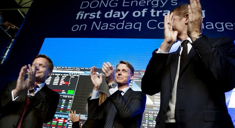 Thomas Thune Andersen, bestyrelsesformand i DONG , administrende direktør Henrik Poulsen og Bjørn Sibbertn, chef for Nasdaq var i godt humør, da DONG blev børsnoteret lige inden sommerferien. Fra kapitaludvidelsen i foråret 2014 til børsnoteringen steg DONGs værdi fra 44,5 mia. kr. til knap 100 mia. kr., nu skal Rigsrevisionen gennemgå kapitaludvidelsen.