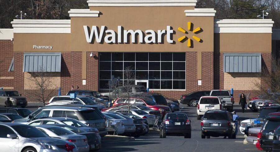 Wal-Marts status over regnskabsåret 2015/16 byder både på gode og dårlige overraskelser for investorerne. AFP PHOTO / SAUL LOEB