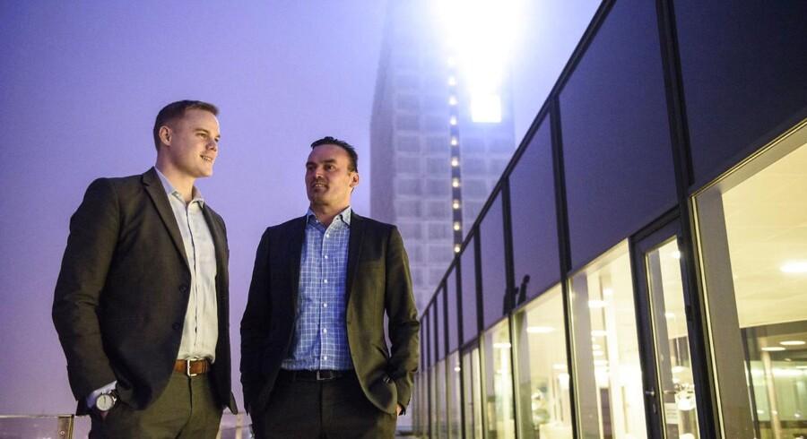 Onsdagens billede: Jacob og Jens (th) fra Deloitte. Den ene er dødsyg af kræft og den anden rask efter sygdomsforløb, fortæller om, hvordan det er at gøre karriere med en dødsdom hængende over hovedet.