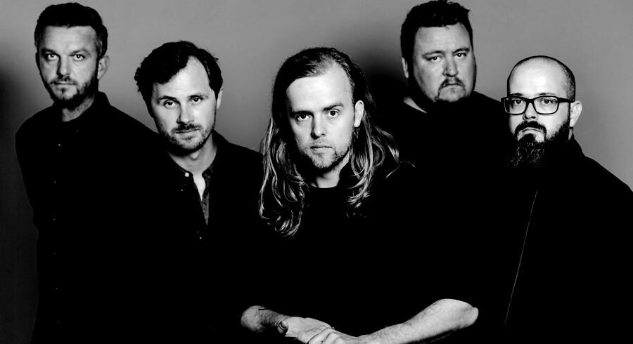 Danske Veto, med frontmand Troels Abrahamsen i midten, er aktuelle med albummet »16 Colors« - deres første i syv år.