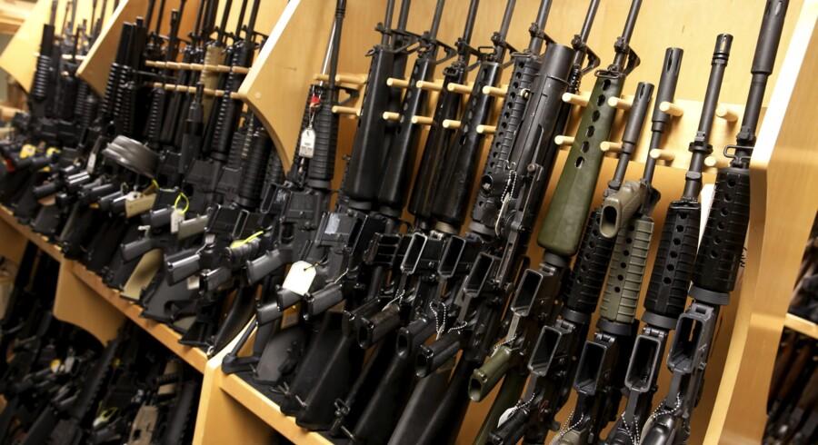 Arkivfoto af våben af typen AR-15, som amerikansk politi formoder, er gerningsvåbnet i massakren på en natklub i Orlando, Florida. Reuters/Jonathan Ernst