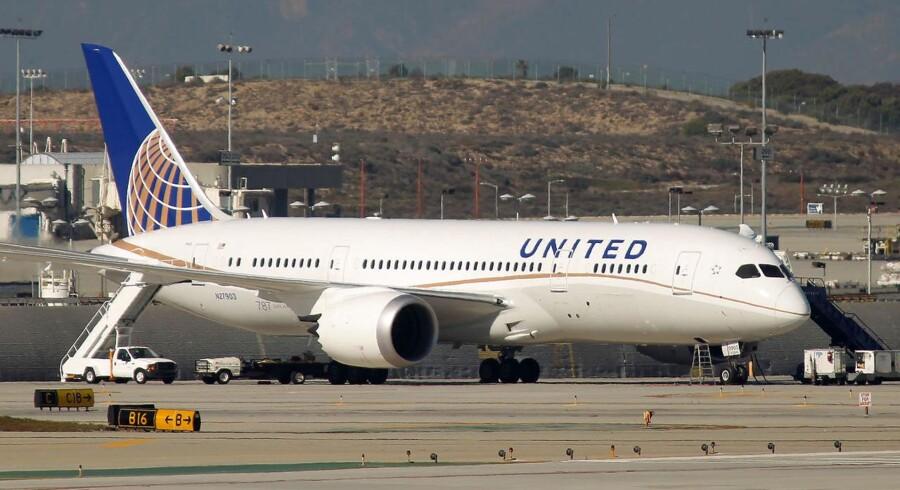 Arkivfoto: En passager på et amerikansk fly i Chicago fik en særdeles hårdhændet behandling, da han nægtede at forlade sit sæde i et fly, som ved en fejl var blevet overbooket.