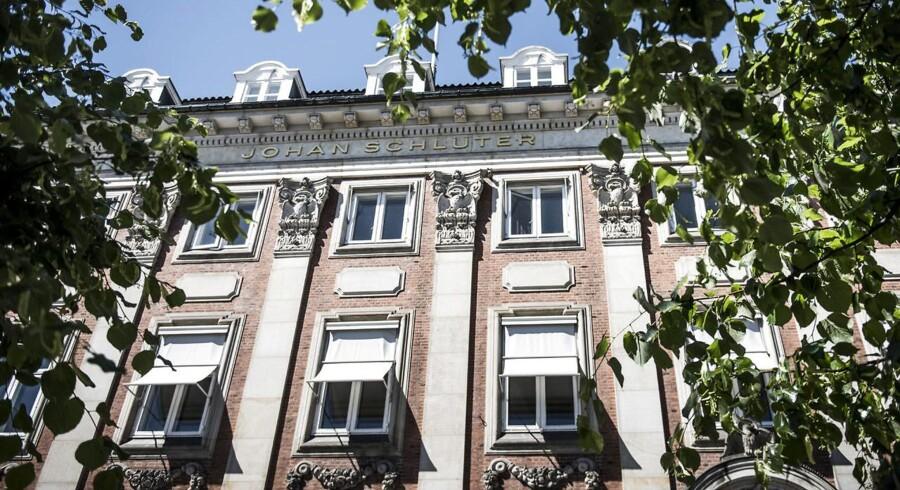 Advokatfirmaet Johan Schlüter havde hjemme på denne prominente adresse på Højbros Plads i Indre København, før en skandelsag lukkede firmaet.