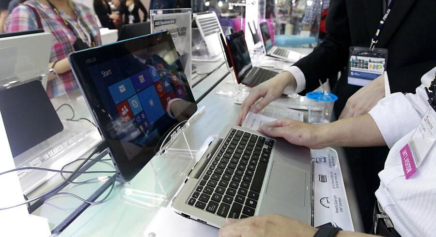 Den taiwanske PC-gigant Asus' nye Transformer Books-tavlecomputere (billedet) og Zenbook-PCer viser, at PCerne på ingen måde er en død sild. Foto. Pichi Chuang, Reuters/Scanpix