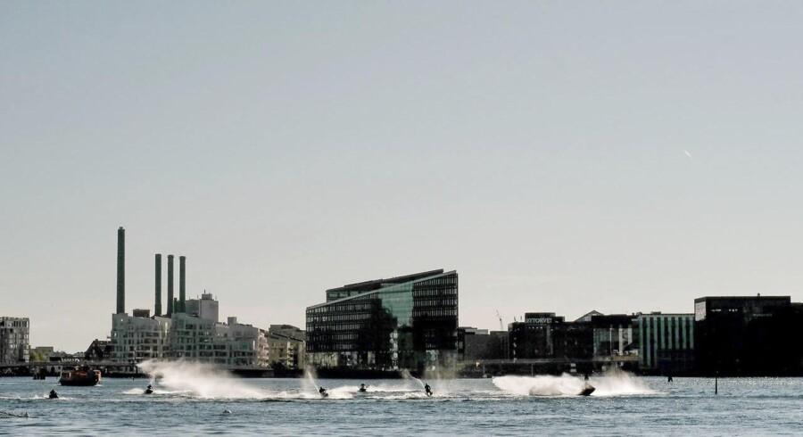 Vandscootere har ofte været årsag til farlige situationer i Københavns havn, siger Dansk Folkepartis Jan-Erik Messmann, der står bag ny stramning af reglerne for fartøjet. Arkivfoto.
