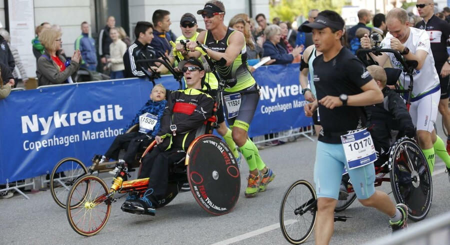 Mere end 11.000 løbere deltager i det årlige Copenhagen Marathon, som finder sted søndag d. 24. maj. Starten gik på Islands Brygge og distancen på 42.195 meter tilbagelægges gennem Indre By, Nørrebro, Vesterbro og Østerbro.Team Tvilling deltog også i årets maraton i København.