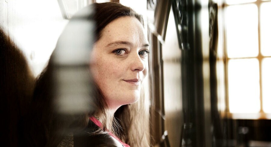 Mænd søger hårde værdier som prestige, høj løn og markedssucces hos en kommende arbejdsgiver, mens kvinderne går efter de blødere områder som CSR-politik og virksomheder, der arbejder for et højere formål. Det er konklusionen på en omfattende rundspørge blandt 15.478 danske universitetsstuderende, som analyseinstituttet Universum står bag. Case : Jannie Helene Grøne Kristoffersen er specialkonsulent i Uddannelses- og Forskningsministeriet.