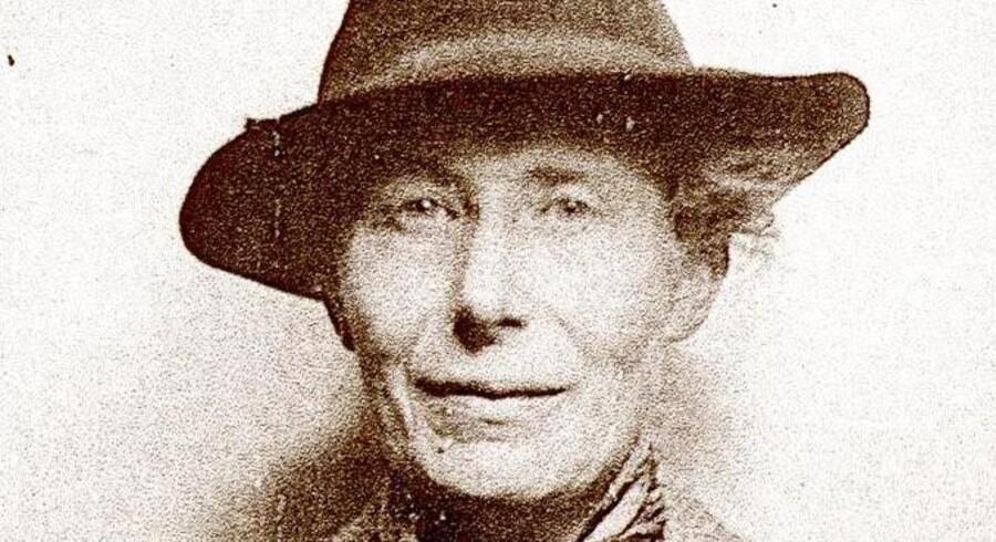 Inge Lehmann var en dansk seismolog og statsgeodæt. Hun fik i 1920 kandidatgraden i matematik fra Københavns Universitet. Nu opstilles der en statue af hende i København.