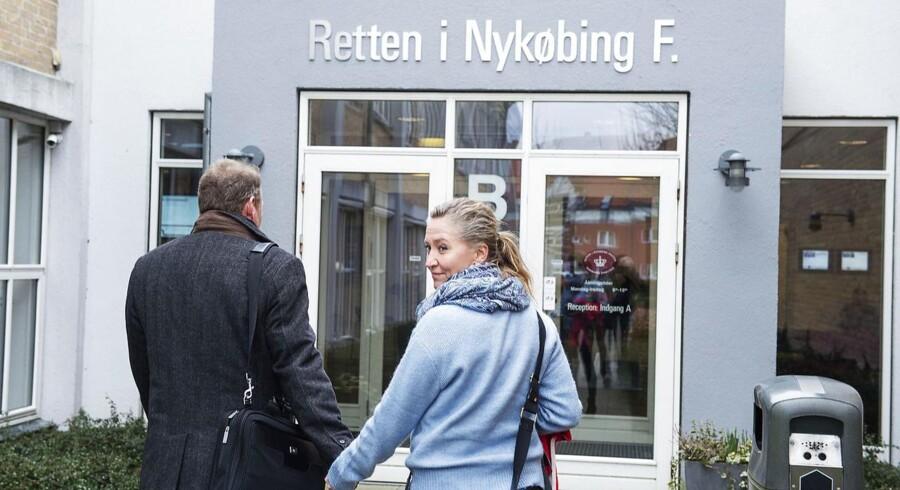 Lisbeth Zornig Andersen og hendes mand Michael Rauno Lindholm får nu hjælp til at betale bøde for menneskesmugling.