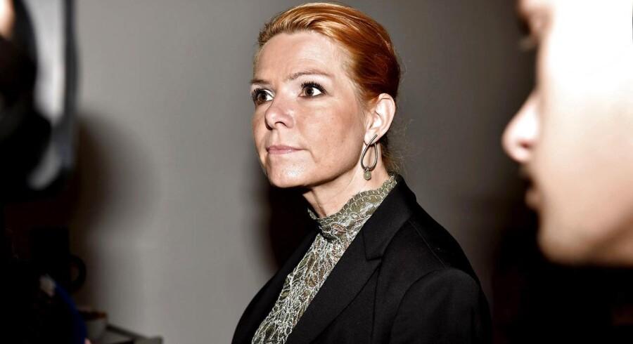 Integrationsminister Inger Støjberg ankommer i Finansministeriet til forhandliger om regeringens asyl- og udlændingepolitiske initiativer mandag d. 7. december 2015