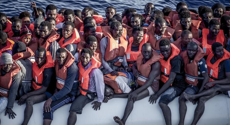Læger Uden Grænsers skib Vos Prudence har været med til utallige redningsaktioner ud for Libyens kyst i Middelhavet og har hjulpet tusindevis af flygtninge og migranter sikkert i land i Italien. Et nyt forslag fra Det Europæiske Råd foreslår, at mennesker som dem får behandlet deres sager på centre uden for EU.
