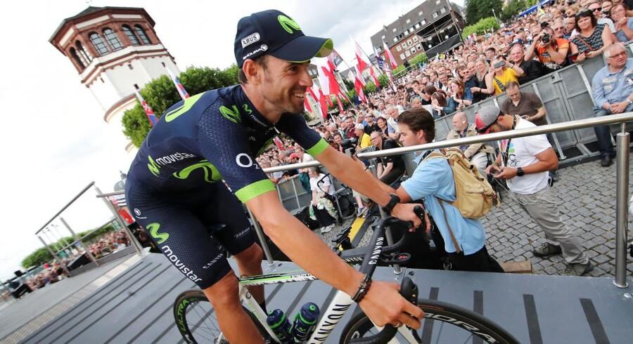 Alejandro Valverde er ude af årets Tour de France efter et styrt på allerførste etape.