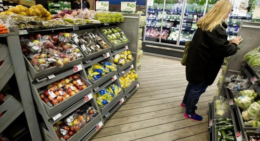Arkivfoto. Der er røre blandt de danske dagligvaregiganter, der kæmper med vidt forskellige strategier for at vende et ellers presset marked. Hos Dansk Supermarked er kanonerne ladet med flere butikker og hårdere pres på priserne i kampen mod rivalen Coop Danmark.