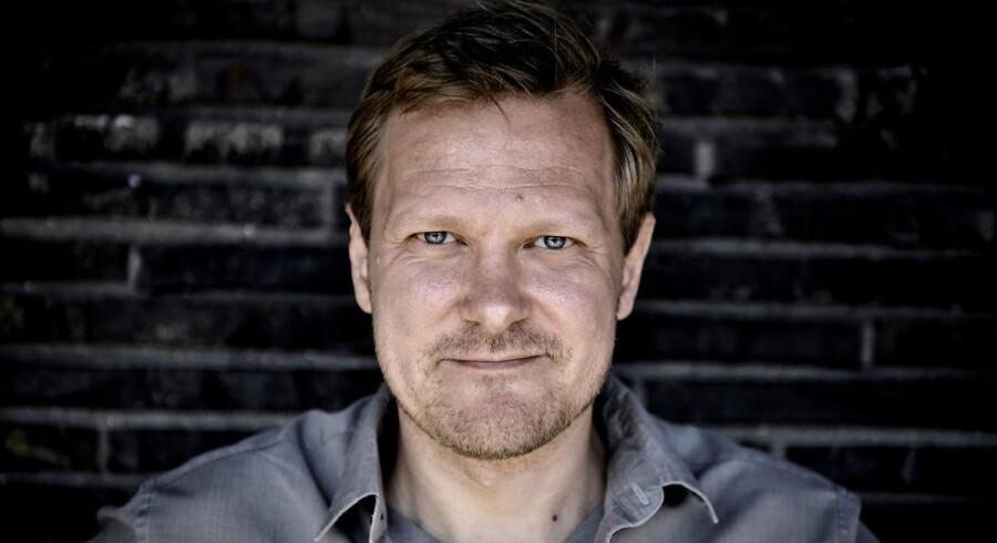 Det Kongelige Teaters nye teaterchef er Kasper Holten. Han blev fredag afsløret som ny mand på posten i Skuespilhuset i København.