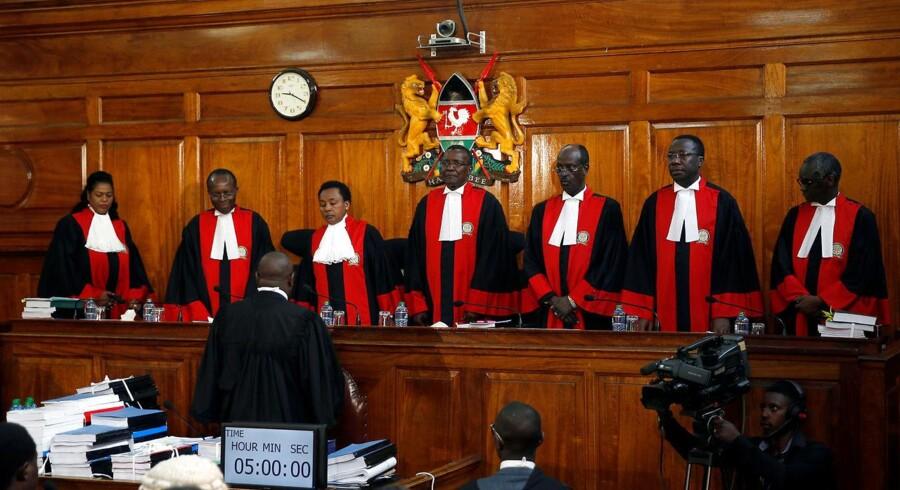 Kenyas højesteret annullerer præsidentvalg på grund af uregelmæssigheder. Valget skal gå om inden 60 dage, siger retten ifølge nyhedsbureauerne.