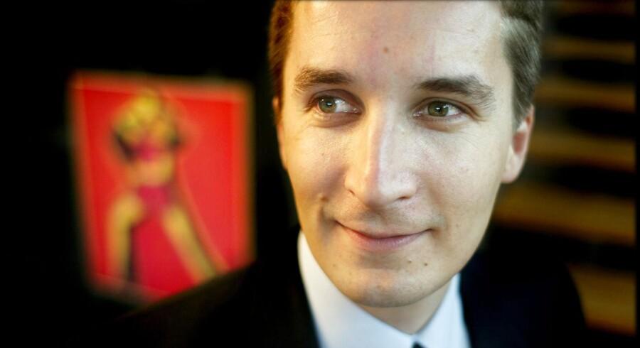 En af de nye rådgivere for Løkke-regeringen er Christopher Arzrouni, tidligere debatredaktør og lederskribent på Børsen, der er kendt som en markant liberal debattør. Han er blevet ansat af udenrigsminister Kristian Jensen (V):