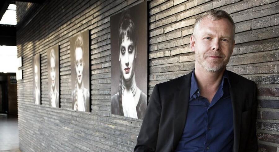 Det Kongelige Teaters skuespilchef, Morten Kirkskovs, kronik i Berlingske Søndag, hvor han angriber DF og regeringen for at føre en retorik i flygtningedebatten, der leverer grobund for fascisme, afføder mange reaktioner.