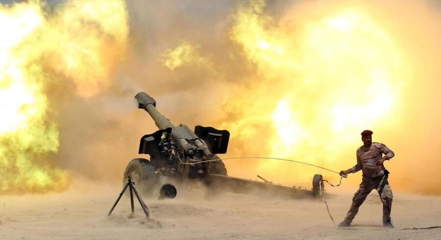 Den irakiske hær, støttet af en international koalition, har mandag indledt markante angreb mod den irakiske by Fallujah, der er kontrolleret af Islamisk Stat. Den irakiske hær startede 23. maj kampen for at erobre kontrollen over byen, der i første fase blev omringet og belejret.Klik videre og se flere billeder.