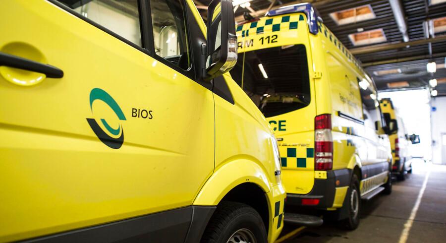 ARKIVFOTO 2015 af ambulancer i Esbjerg- - Se RB 9/1 2017 09.01. Ambulancefolk får 47 millioner tilbage i løn fra region. Millionregning til Bios-reddere landede på Region Syddanmarks bord, da man valgte at stå for ambulancedrift. (Foto: Claus Fisker/Scanpix 2016)