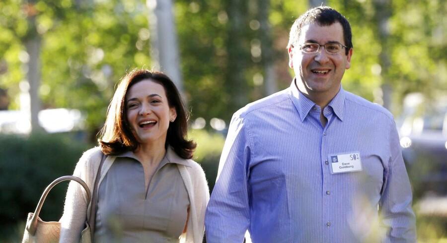 Her ses Sheryl Sandberg, COO i Facebook, sammen med hendes nu afdøde mand Dave Goldberg.