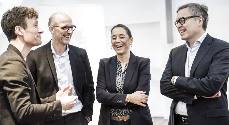 Scandinavian Tobacco Groupsbestyrelsesformand Jørgen Tandrup, CEO Niels Frederiksen (længst til højre) og CFO Sisse Fjelsted Rasmussen (nr. 2 fra højre).