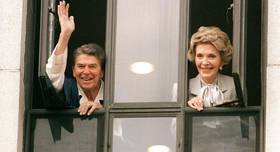 Ronald Reagans kone, Nancy Reagan, var en populær skikkelse i Washington.