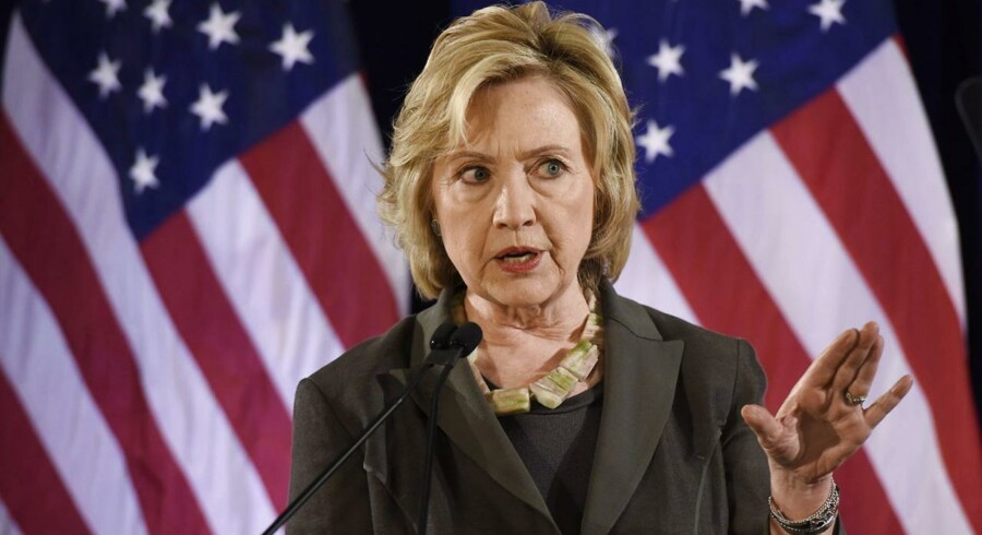 Hillary Clinton krævede oprindeligt, at UBS udleverede 52.000 navne, men da banken ikke var interesseret i at overtræde schweiziske fortrolighedslove, slap den med at overdrage navne på 4450 suspekte klienter - blot en brøkdel af det oprindelige krav.