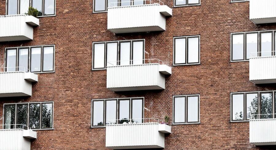 Selvom der efterhånden plastres altaner på hver en ejendom, kan du vide dig langt mere sikker på at finde et udested i fjerde sals højde, hvis du køber nybyg.