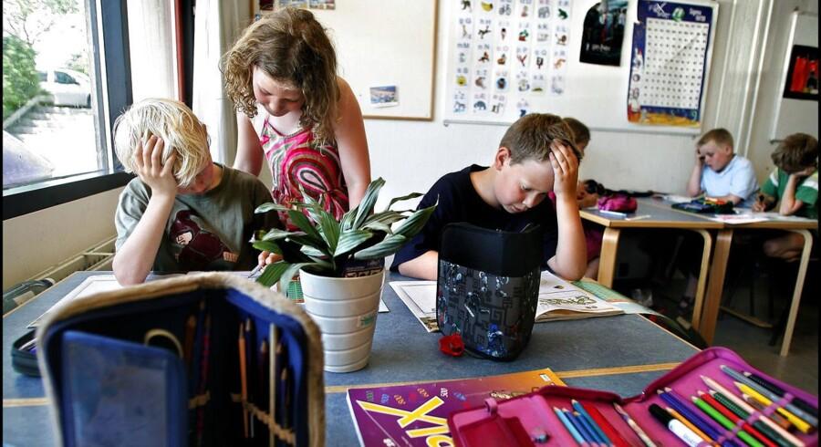 Elever hjælper hinanden med regnestykker på Sjælsø Skole, men generelt er lektiecaféerne endnu ikke den store succes.