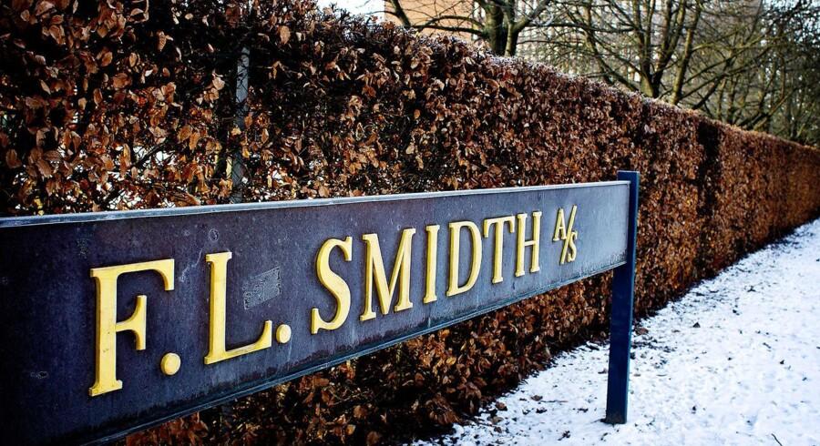 Mine- og cement koncernen FlSmidth tager mandag morgen toppen i en positiv åbning af det danske eliteindeks C25. Indekset stiger 0,2 pct. til 1153,57.