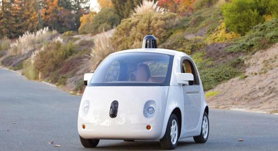 Den helt store udfordring med Googles opfindelse er at justere bilen til en verden med mennesker, som ikke altid opfører sig efter bogen, vurderer Donald Norman, der er designchef og bilforsker ved University of California.