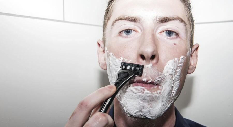 Unge Mikkel Hansen har sat sig for at revolutionere barbergrejs-markedet. Han har længe undret sig over, hvorfor en skraber skal koste så mange penge. Nu har han selv rejst rundt til forhandlere verden over og samlet sin egen skraber til markant færre penge.