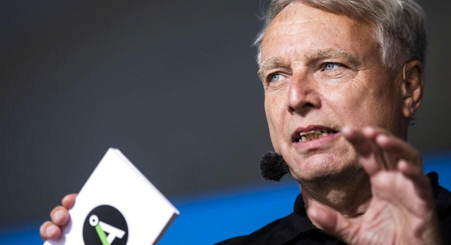 Uffe Elbæk vil være statsminister efter næste folketingsvalg, der senest finder sted i 2019. Det bliver dog ikke med den øvrige venstrefløjs gode vilje, der kun har hovedrysten til overs for det grønne partis beslutning.