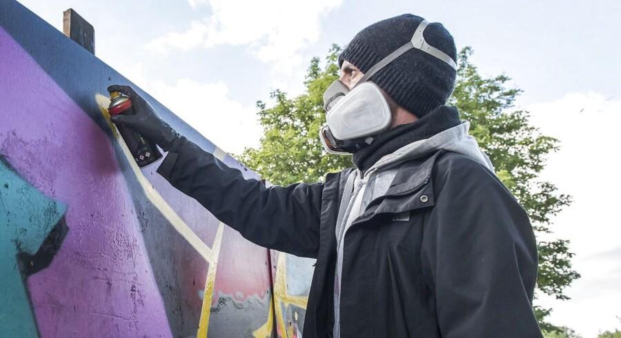 Roskilde Festival 2017 Graffitimalerne lægger sidste hånd på deres værker på festivalpladsen 26. juni 2017. Graffitimalere fra hele verden er i Roskilde for at vise deres værker for festivldeltagerne