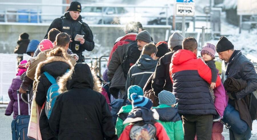 Flygtninge ankommer til togstation i Passau i det sydlige Tyskland.