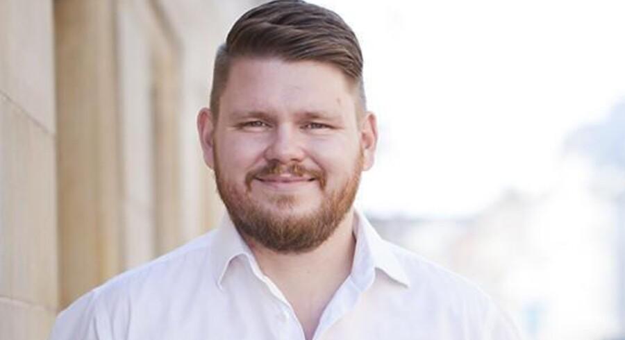 Tidligere gidselforhandler Michael Sjøberg forklarer, at mange bliver stressede over at kramme – og at dette er en ganske naturlig reaktion. Privatfoto
