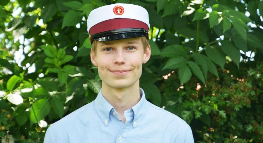 Denne unge mand har sprunget 12-skalan. Danmarks nye super-student hedder Frederik Arnholdt.