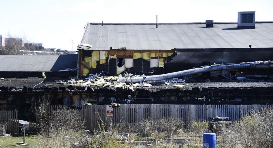 Ingen personer kom til skade under branden, men bygningen er totalskadet.