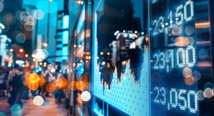 Renten på den ti-årige danske statsobligation handles 1 basispoint ned fra starten af dagen onsdag, hvor investorernes øjne fremadrettet primært vil være rettet mod et hav af økonomiske begivenheder.