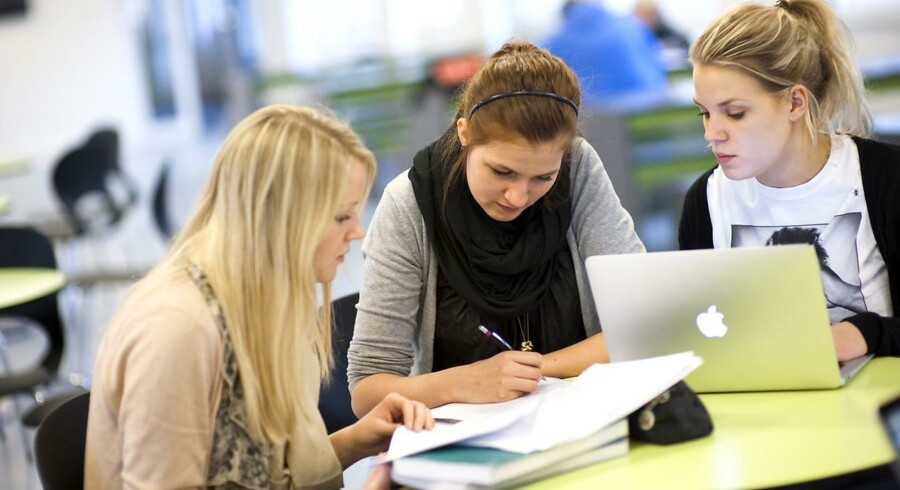 Med nyt lovforslag vil regeringen kræve, at studerende fra universiteter uden for EU skal bestå en skrappere sprogtest og deponere penge i et dansk pengeinstitut svarende til et års SU.