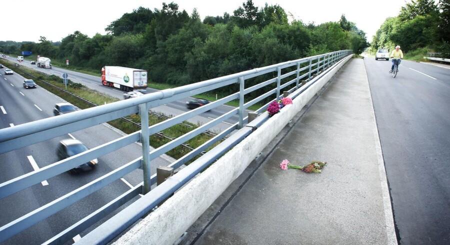 Videoovervågningen skal ifølge ministeren fremover være med til at afskrække gerningsmænd fra at kaste sten fra broerne.