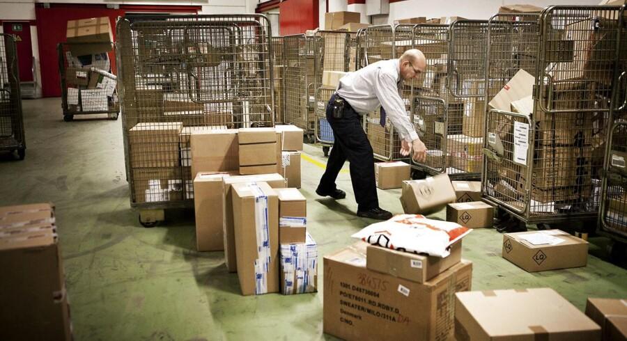 Danskerne shoppede amok på nettet i weekenden. Pakkebude skal tirsdag bringe 600.000 pakker ud. Det er rekord. (Foto: Camilla Rønde/Scanpix 2015)