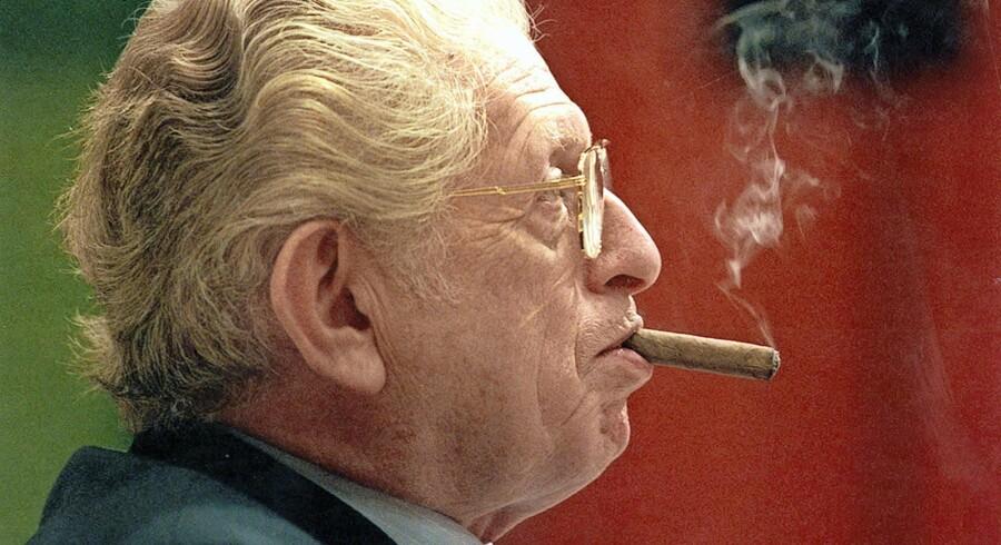 Arne Melchior var en farverig figur, der med sit naturligt bølgede hår, sine cigarer og sin karakteristiske garderobe ikke lignede nogen anden