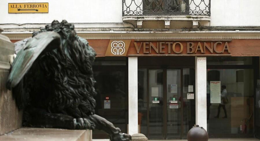 Italienske banker har såkaldte dårlige udlån for 360 milliarder euro, og gennemsnitligt er bankernes aktier faldet med over 50 procent alene i år. Arkivfoto.