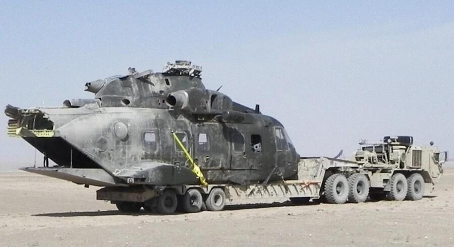 Den haleløse EH-101-helikopter, der gik fra hinanden i Afghanistan i sidste måned. Selv om det stadig ikke er opklaret, hvorfor den havarerede i ørkenen, kan søsterhelikopterne hjemme i Danmarkflyve flyve videre i bl.a. redningstjenesten.