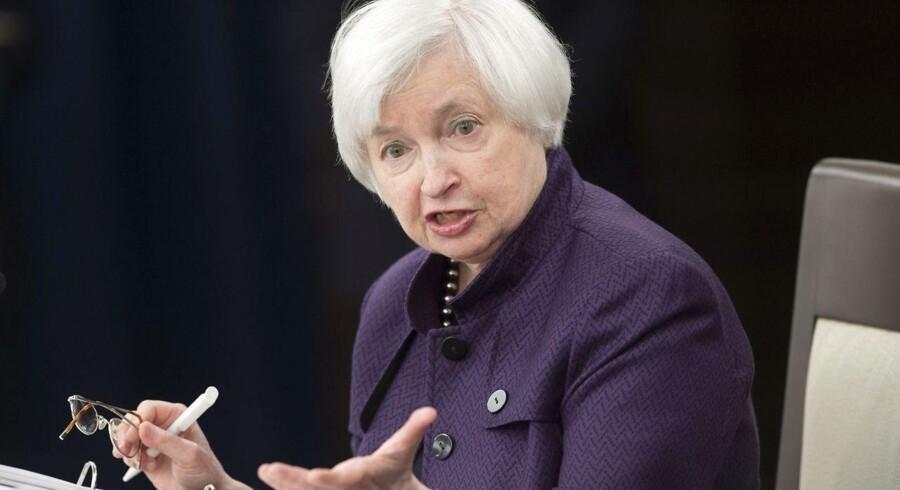 - Vi får Yellen på banen senere, hvor hun nok vil komme med en antydning om en amerikansk renteforhøjelse i december, men det er der ikke den store overraskelse i, siger Ole Kjær Jensen, der er afdelingsdirektør i Sydbank og henviser til, at de såkaldte Fed Funds indikerer, at der er 94 pct. sandsynlighed for, at renten hæves til december.
