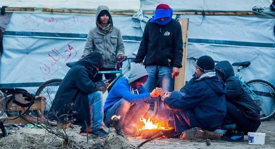De britiske myndigheder har i 2015 anvendt den danske rapport som en del af grundlaget for at afvise asylansøgere fra Eritrea, hvilket har medvirket til, at asylgodkendelserne til asylansøgere fra Eritrea er faldet fra 90 procent til 39 procent. Billedet er fra Calais, hvor menge eritreere venter på at slippe uset videre til Storbritannien.