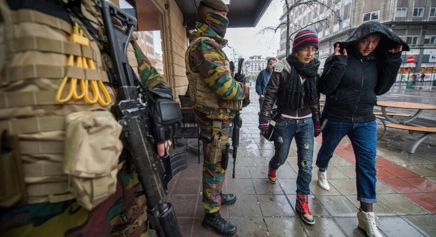 Bruxelles lukker helt ned for anden dag i træk på grund af terrorfrygt.